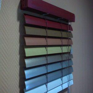 Горизонтальные жалюзи 25 мм цветная карниз цветной